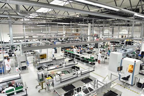 Maschinenhalle zeigt mechatronische Modul Maschinen.