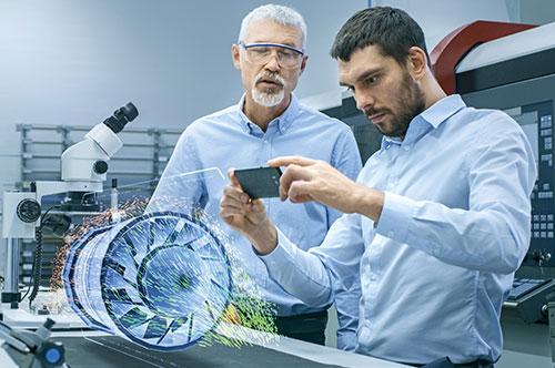 Zwei Männer Augmented Reality mit Handy