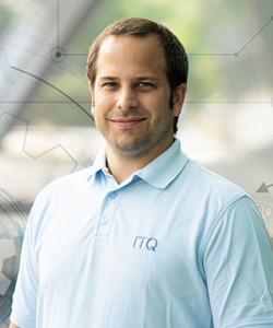 ITQ Consultant Simon Lehmann am Standort Duisburg.